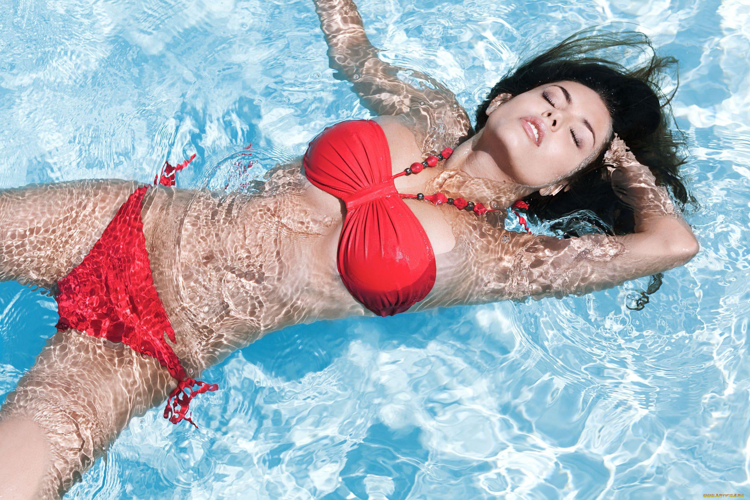 Фото женщин в бассейне бесплатно 7 фотография